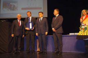 Priznanje su Mili Pavliću uručili predsjednik HGK Luka Burilović i predsjednik HGK  ŽK Rijeka prof. dr. sc. Vidoje Vujić